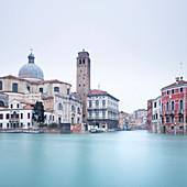 Langzeitbelichtung Bild von Gebäuden auf dem Canal Grande, Venedig, UNESCO Weltkulturerbe, Veneto, Italien, Europa