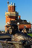 Hafen mit Skulptur in Helsingborg, Südschweden, Skane, Südschweden, Schweden