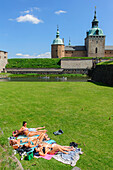 Kalmar Castle. Young sunbathing in the moat, Schweden