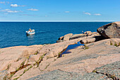 ' Granitfelsen Bla Jungfrun near Byxelkrok, The uninhabited Swedish island of Blå Jungfrun (''Blue Virgin'') is located in northern Kalmarsund, between the Baltic Sea coast of Sweden and the northern tip of the island Öland., Schweden'