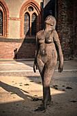 UNESCO Welterbe Hansestadt Lübeck, nackte Skulptur einer Frau, Schleswig-Holstein, Deutschland
