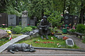 Grave of circus clown Yuri Nikulin and his dog in Novodevichy Cemetery, Moscow, Russia