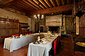 France, Centre France, Touraine, Chateau feodal de Langeais. The Banquet Room with its imposing chimney and big tables laid as it used to.