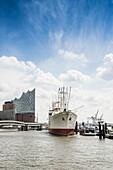 Mast of the Rickmer Rickmers and Elbphilharmonie, museum ship, Hamburg, Germany