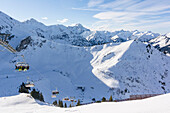 Germany, Austria, Alps, Kleinwalsertal, Kanzelwand, winter landscape, winter holidays, winter sports, skiing, ski lift, summit and mountain panorama