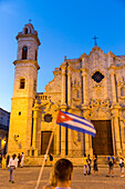 Cathedral at Havana, tourists with cuban flag, Havana Vieja, Plaza de la Cathedrale, historic town, center, old town, family travel to Cuba, parental leave, holiday, time-out, adventure, Havana, Cuba, Caribbean island