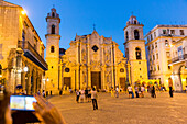 Cathedral at Havana Vieja, Plaza de la Cathedrale, tourists on the square, historic town, center, old town, family travel to Cuba, parental leave, holiday, time-out, adventure, Havana, Cuba, Caribbean island