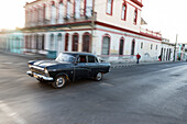 Oldtimer on an empty street, colonial town, family travel to Cuba, parental leave, holiday, time-out, adventure, Cienfuegos, Cuba, Caribbean island