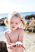 girl playing with a fish, lonely coast road from La Boca to Playa Ancon, with beautiful small sandy beaches in between, at the beach, turquoise blue sea, family travel to Cuba, parental leave, holiday, time-out, adventure, La Boca, MR, Trinidad, Cuba, Car