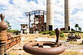 ehemalige Zuckerrohrfabrik im Valle de los Ingenios, hier wurde früher sehr viel Zuckerrohr angebaut, bei Touristen beliebter Tagesausflug mit der Dampflok von Trinidad, Familienreise nach Kuba, Auszeit, Elternzeit, Urlaub, Abenteuer, bei Trinidad, Provin