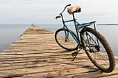 landing stage and bicycle in Puerto Esperanza, family travel to Cuba, parental leave, holiday, time-out, adventure, Puerto Esperanza, day trip from Vinales, Pinar del Rio, Cuba, Caribbean island
