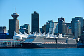 Cruise ship Noorddam (Holland America Line) lies alongside the pier with the city skyline in the background, Vancouver, British Columbia, Canada, North America