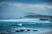 Blick von Cemetery Bay zu Napean und Philip Island an einem stürmischen Tag, Australien