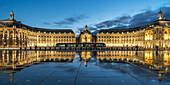 Place De La Bourse, water reflection, tram,  Bordeaux, UNESCO-Weltkulturerbe, Gironde,  Bordeaux, France