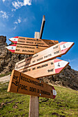 A signpost on the Rosszahnscharte with hints to destinations in the Plattkofel and Schlern area, Siusi, South Tyrol, Alto Adige, Italy