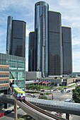 PEOPLE MOVER ELEVATED MONORAIL GM RENAISSANCE CENTER DOWNTOWN DETROIT MICHIGAN USA.