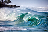 HAWAII, Oahu, North Shore, shorebreak at Waimea Bay