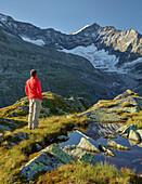 hikers, Eiskogele, Hohe Tauern National Park, Salzburg, Austria