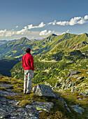 hikers, view from the blasting Kogel, Kitzsteinhorn, the Glockner Group, Hohe Tauern National Park, Salzburg, Austria