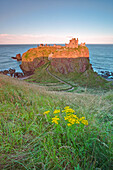Ruined cliff top fortress, Dunottar castle, Stonehaven, eastern Scotland, United kingdom