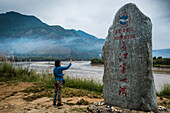 Tourist at First Bend of the Yangtze River at Shigu, Lijiang, Yunnan Province, China, Asia, Asian, East Asia, Far East