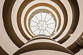 zentrale Kuppel im Guggenheim Museum, Frank Lloyd Wright, Upper East Side, Manhattan, New York City, Vereinigte Staaten von Amerika, USA, Nordamerika