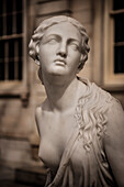 barbusige Frauenstatue im Metropolitan Museum of Art, 5th Avenue, Manhattan, New York City, Vereinigte Staaten von Amerika, USA, Nordamerika