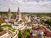 Colegiata de Saint-Ours, románico y gótico. Fue edificada entre los siglos XI y XII, Loches, Indre, France,Western Europe.