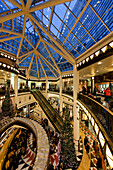 luxery shopping passage, architecture by pei,cobb&partner new york 1992 - 1996 ,Atrium with christmas tree, building for office business and residence, prada dolce & gabana gucci brioni yves saint laurent, fashion