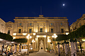 Statue of Queen Victoria at night, Piazza Regina, Valletta, European Capital of Culture 2018, Malta, Mediterranean, Europe