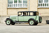 Citroen C SIX, oldtimer, 1928 built, driving. Couple in 20/30ies Costume