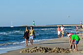 Young strollers on the beach of Warnemünde, Ostseeküste, Mecklenburg-Vorpommern, Germany