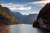 Autumn mood at the Königssee with view from the Rabenwand viewpoint (Malerwinkel) to the Schönfeldspitze and the Steinerne Meer, Königssee, Upper Bavaria, Germany