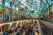 Apple Market at Christmas, Covent Garden, London, England, United Kingdom, Europe