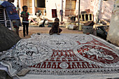 Mata ki Pachedi, the Cloth of the Mother Goddess, shrine cloth hand painted in the streets by the Vaghari community, Ahmedabad, Gujarat, India, Asia