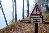 Warning sign on the chalk cliffs, Ruegen, Ostseekueste, Mecklenburg-Vorpommern, Germany
