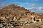 Montana de Guenia, Erosion of volcanoes near El Mojón, Atlantic Ocean, Lanzarote, Canary Islands, Islas Canarias, Spain, Europe