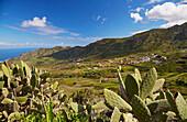 Blick über üppiges Grün auf Las Portelas, Teno Gebirge, Teneriffa, Kanaren, Kanarische Inseln, Islas Canarias, Atlantik, Spanien, Europa