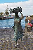 Monument of the Pescadera (Fishing woman) at the old harbour at Puerto de la Cruz, Tenerife, Canary Islands, Islas Canarias, Atlantic Ocean, Spain, Europe