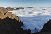 view into the crater, near Pico de la Cruz, crater rim, Caldera de Taburiente, Parque Nacional de la Caldera de Taburiente, Nacional Park, UNESCO Biosphere Reserve, La Palma, Canary Islands, Spain, Europe