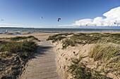 Kitesurfer, Plage Nord, Ile de Re, Nouvelle-Aquitaine, french westcoast, france