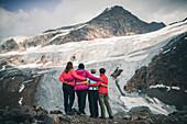 Climbers enjoy views of the Pitztal Glacier, E5, Alpenüberquerung, 4th stage, Skihütte Zams,Pitztal,Lacheralm, Wenns, Gletscherstube, Zams to  Braunschweiger Hütte, tyrol, austria, Alps