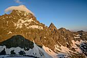 Gipfel des Monviso wird von Wolke umhüllt, vom Viso Mozzo, Giro di Monviso, Monte Viso, Monviso, Cottische Alpen, Piemont, Italien