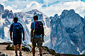 Hikers in the Schlern and Rosengarten Mountains, Compatsch, Alpe di Siusi, South Tyrol, Italy