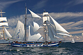 Traditionssegler auf der Ostsee vor Warnemünde, Rostock; Hanse Sail; Mecklenburg-Vorpommern; Deutschland
