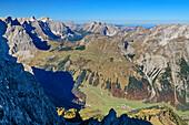 Tiefblick auf Engalmen, Hohljoch und Karwendel, von der Lamsenspitze, Naturpark Karwendel, Karwendel, Tirol, Österreich