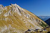 Lamsenjochhütte mit Schafjöchl, Naturpark Karwendel, Karwendel, Tirol, Österreich