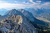 Blick auf Karwendel und Wetterstein, vom Wörner, Karwendel, Oberbayern, Bayern, Deutschland
