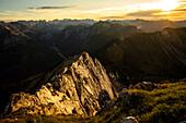 Aussicht von der Seebergspitze auf das Karwendel bei Sonnenuntergang, Achensee, Karwendel, Tirol, Österreich