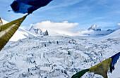 Blick vom Refuge de Requin auf den Gletscherbruch Séracs du Géant im Vallée Blanche und den Berg La Tour Ronde, Chamonix, Haute-Savoie, Frankreich